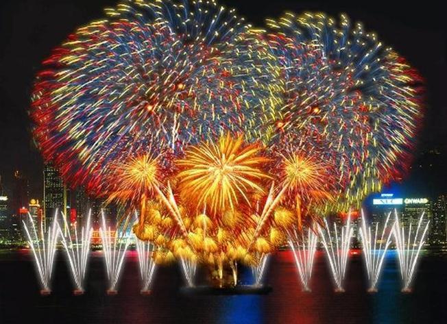 Bắn pháo hoa không thể thiếu trong lễ hội