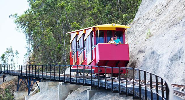 Tàu hỏa leo núi đưa bạn đến đỉnh Bà Nà