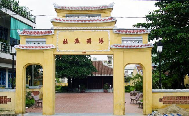 Cổng đình làng cổ Hải Châu với 4 chữ Hải Châu Chính Xã
