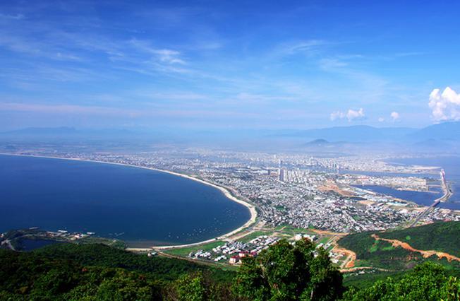 Cảnh Đà Nẵng từ trên đỉnh Bàn Cờ