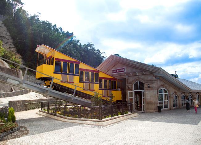 Tàu hỏa leo núi lên Bà Nà