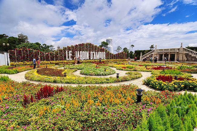 Vẻ đẹp rực rỡ của Vườn hoa tình yêu