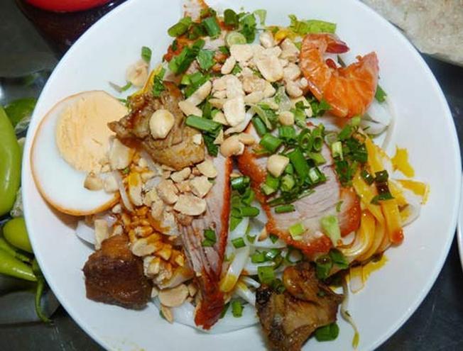 Món mỳ Quảng hấp dẫn