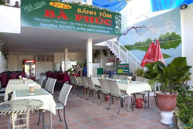 Không gian nhà hàng được thiết kế trang nhã