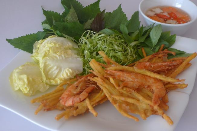 Bánh tôm bà Phúc địa điểm ăn uống nổi tiếng ở Đà Nẵng