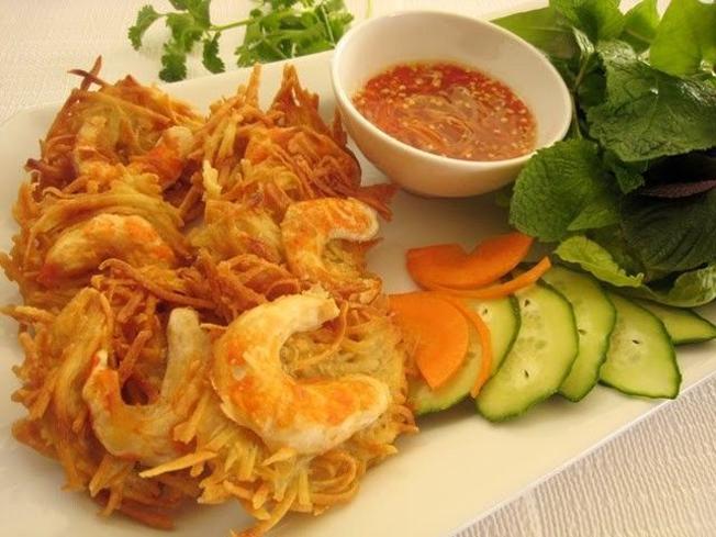 Bánh tôm bà Phúc món ngon Đà Nẵng không thể bỏ lỡ