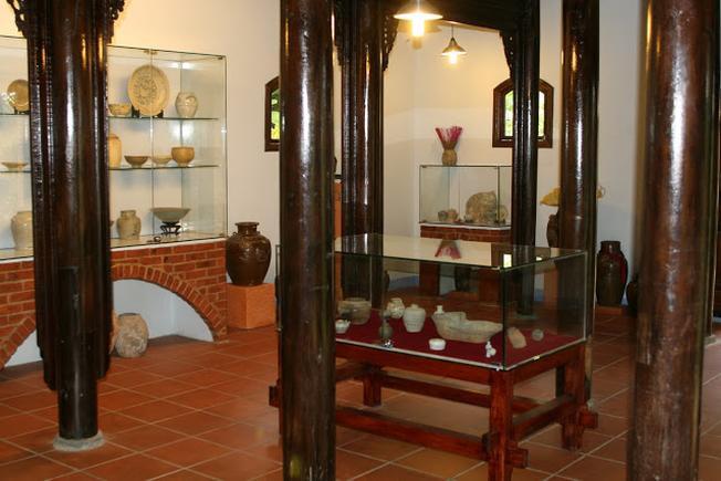 Bộ sưu tập hiện vật được trưng bày cho du khách thăm quan và tìm hiểu