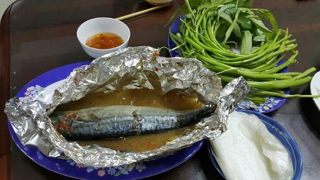 Món cá nục hấp cuộn bánh tráng được nhiều người ưa chuộng bất kể mùa đông hay mùa hè