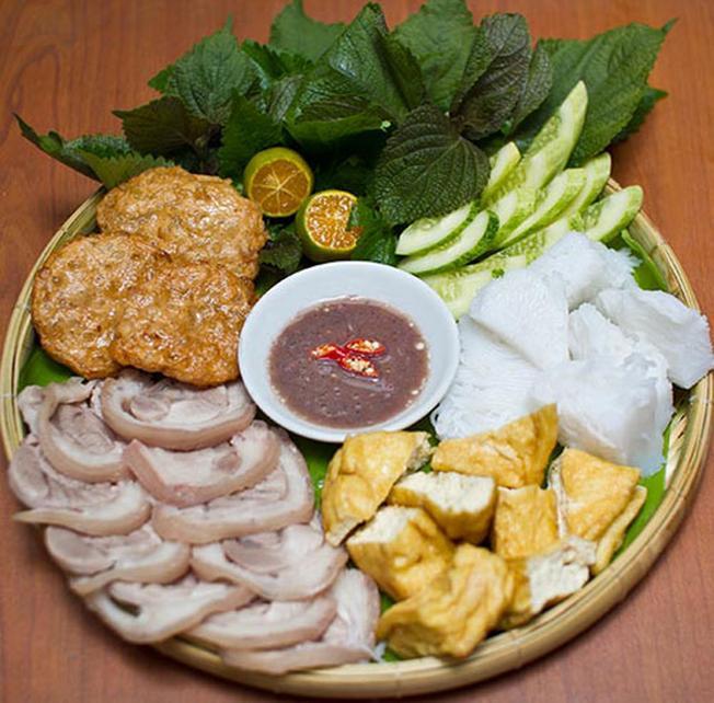 Bắt nguồn từ Hà Nội nhưng bún đậu mắm tôm lại được thực khách Đà Nẵng ưa thích