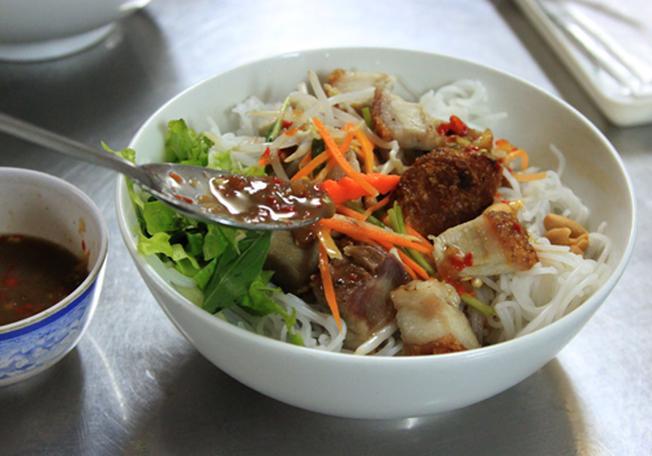 Bún mắm món ngon Đà Nẵng độc đáo
