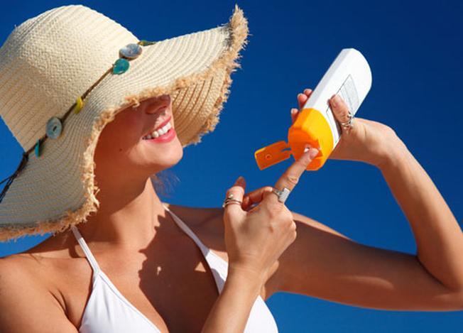 Kem chống nắng là vật bất ly thân của bạn