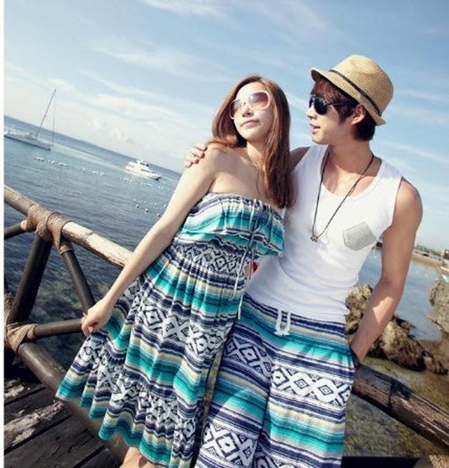 Trang phục dạo biển nhẹ mang màu sắc tươi tắn sẽ giúp bạn tuyệt vời hơn