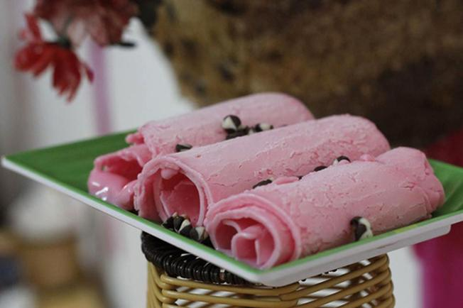 Bạn có thể lựa chọn món kem cuộn theo hương vị mình yêu thích