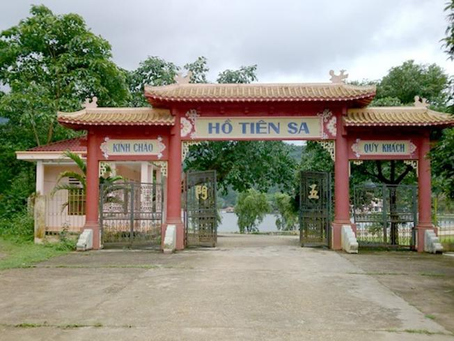 Khu du lịch sinh thái Tiên Sa là điểm du lịch hấp dẫn dành cho du khách tại Đà Nẵng