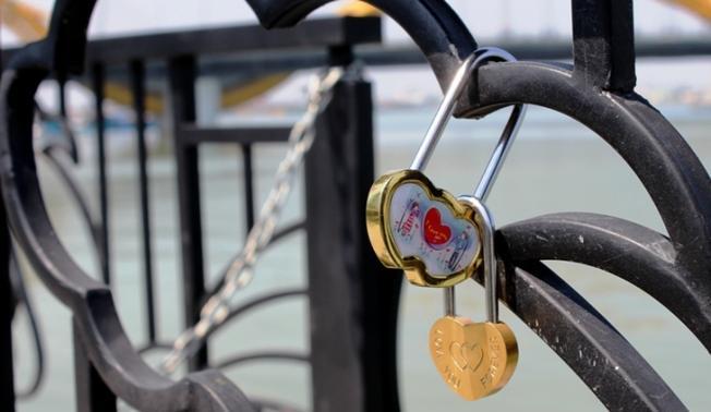 Những chiếc ổ khóa biểu tượng của tình yêu vĩnh cửu