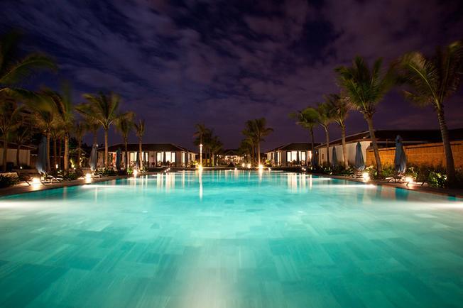 Bể bơi Maia Resort là khu vui chơi, điểm thăm quan Đà Nẵng đẹp cho cả gia đình