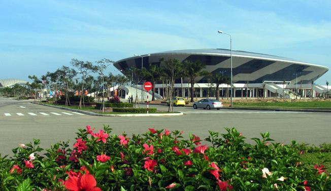 Toàn cảnh Cung thể thao Tiên Sơn nhìn từ xa