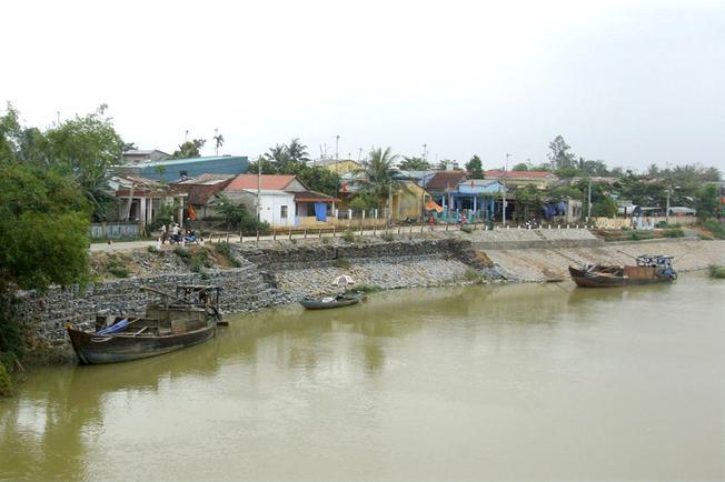 Một góc làng cổ Túy Loan nhìn từ xa