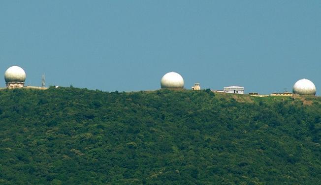 Trạm Rađa Sơn Trà nhìn từ xa