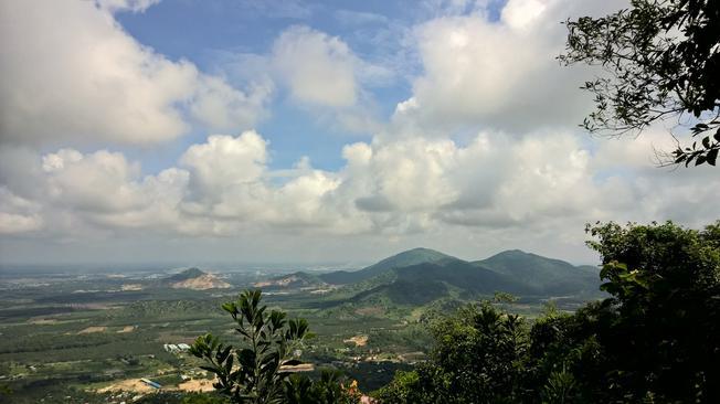 Tầm nhìn từ trên đỉnh núi Dinh