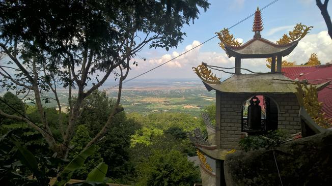 Một góc chùa Hang Mai