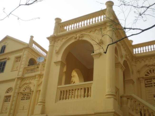 Cận cảnh nét kiến trúc độc đáo của dinh thự