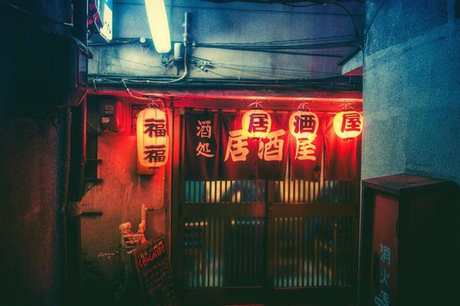 Đa số các nhà hàng đều treo đèn lồng