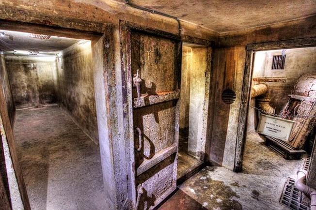 Trong khách sạn có một căn hầm trú ẩn bí mật