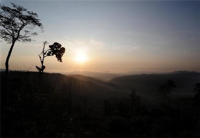 mặt trời vùng cao nguyên nắng gió cũng thức giấc sớm hơn