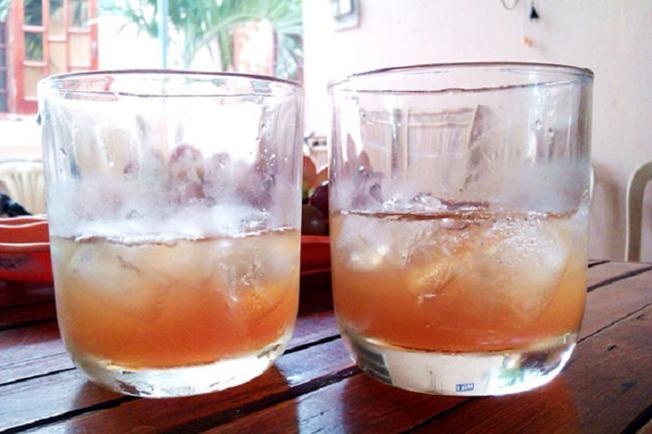 Siro nho có thể uống cùng với đá lạnh như một thức uống giải khát