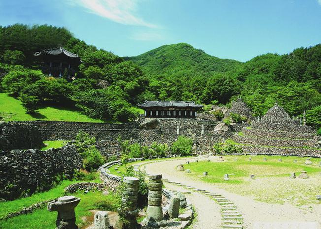 Đền chùa cổ là một trong những nét đẹp văn hóa