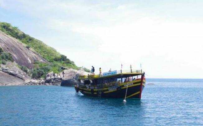 Nếu bạn thích thưởng thức vẻ đẹp của biển thì nên đi tàu du lịch ra đảo