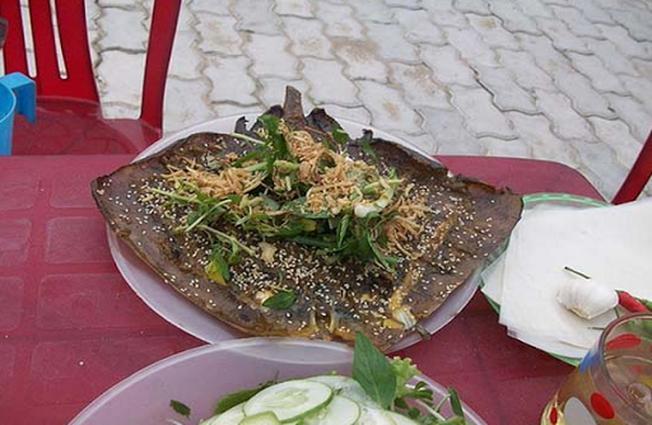 Cá đuối nướng ở quán Hoa Mập
