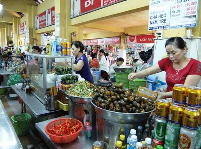 Các hàng quán ăn vặt tại chợ Cồn