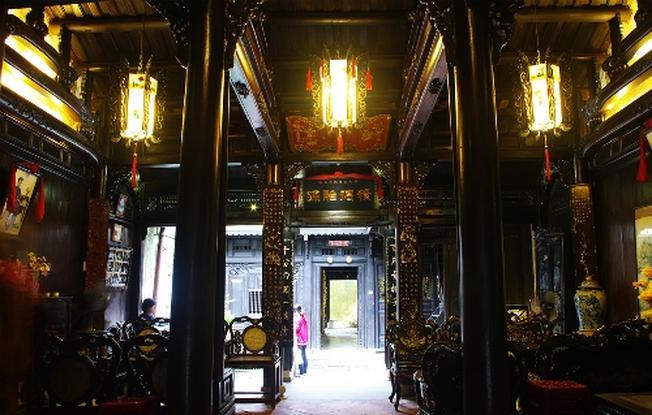 Phòng khách ngôi nhà cổ Tấn Ký
