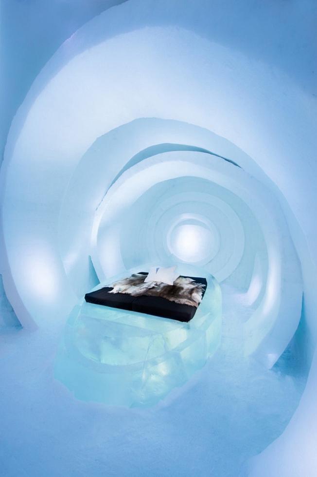 Tuy nhiên mới đây, Ice Hotel đã lên kế hoạch sử dụng năng lượng mặt trời để có thể duy trì khách sạn quanh năm, đồng thời giảm thiểu lượng khí thải và bảo vệ thiên nhiên trong khu vực