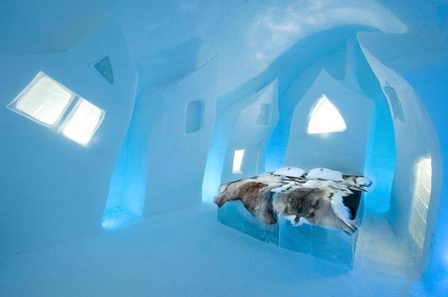 Đến với Ice Hotel, du khách còn được tham gia khóa học trượt tuyết và kỹ năng sinh tồn trong cuộc sống hoang dã ở Bắc Cực