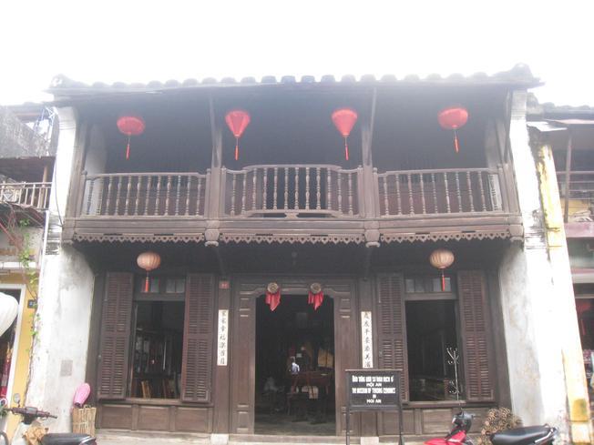 khám phá bảo tàng gốm sứ Mậu Dịch
