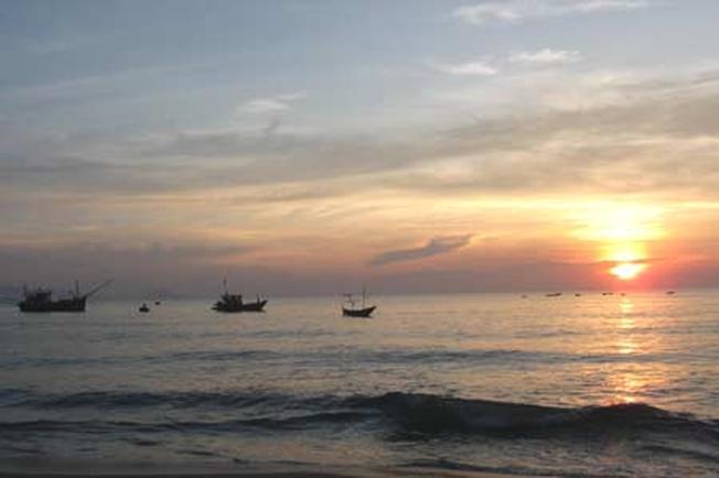 Bình minh trên biển (ảnh sưu tầm)