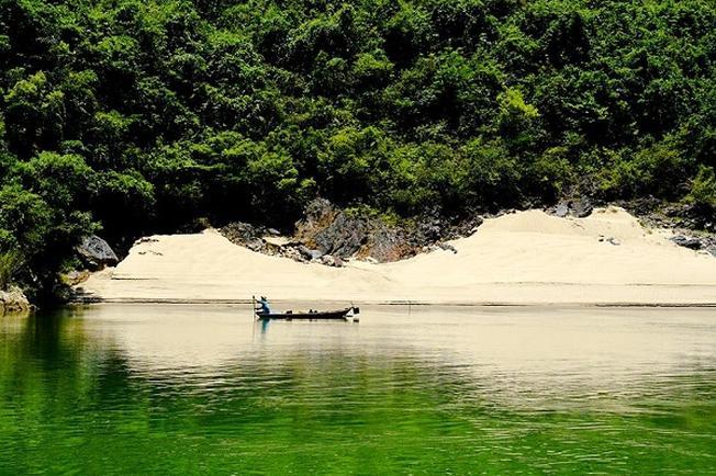 Nước trong xanh nơi thượng nguồn