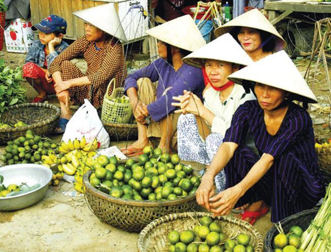 Chợ Trung Phước tấp nập