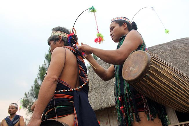 Trang phục truyền thống của lễ hội