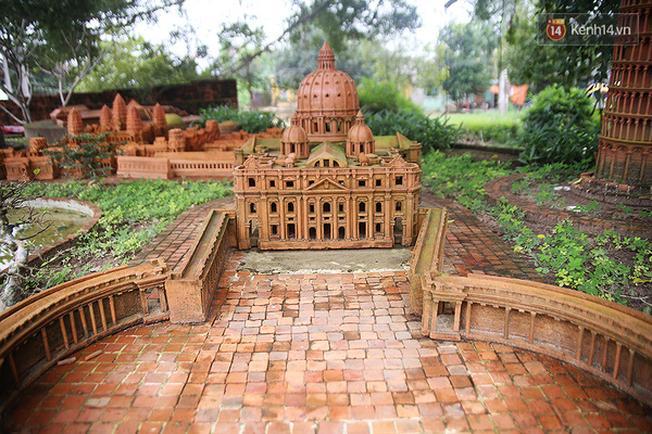 Khu bảo tàng gốm trưng bày các hiện vật liên quan đến quá trình phát triển của các làng nghề gốm…