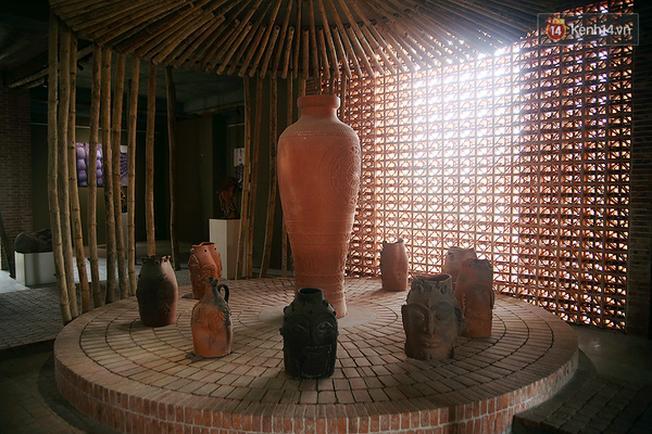 Những tác phẩm về gốm đặc sắc trong khu bảo tàng