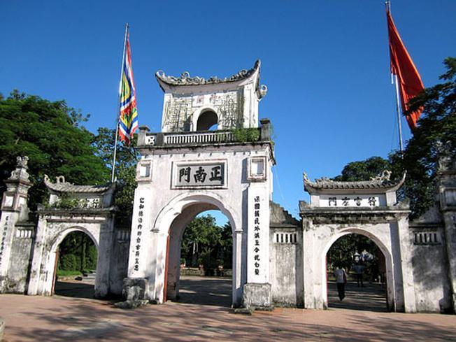 Cổng vào đền Trần