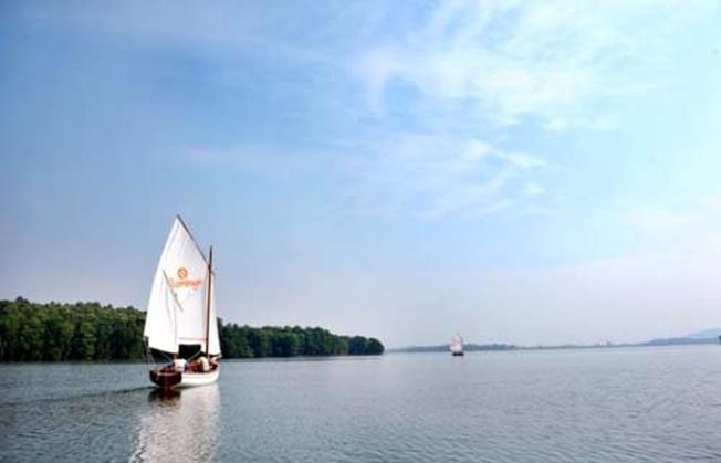 Du lịch quanh Hà Nội – Thăm quan hồ Đại Lải xanh ngắt, rộng mênh mông