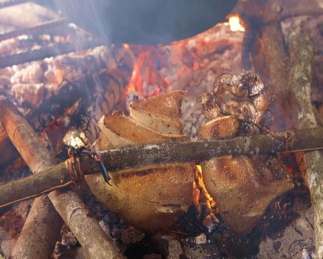 Đặc sản lợn cắp nách nướng thơm ngon