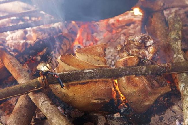 Thưởng thức thịt lợn cắp nách ở điểm đến Sa Pa