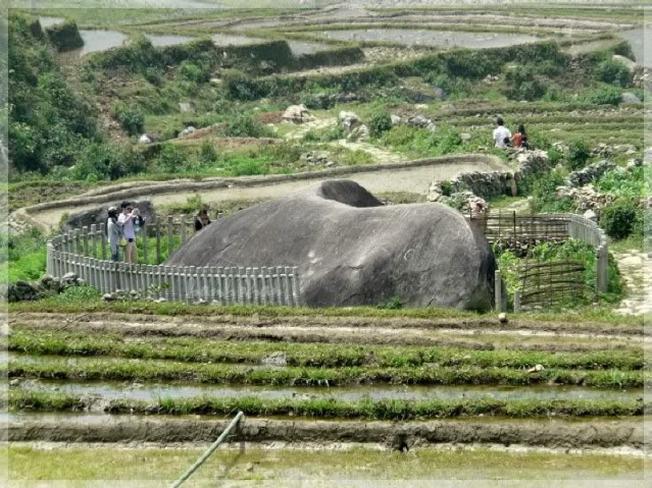 Bãi đá cổ điểm thăm quan Sa Pa thú vị