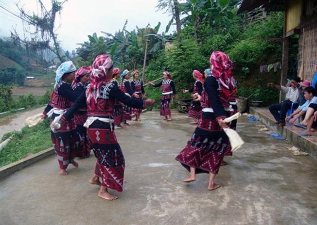 Đồng bào dân tộc Xá Phó hào hứng trong lễ hội quét làng